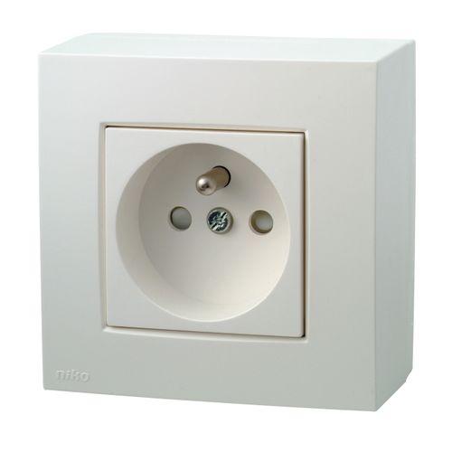 Niko stopcontact opbouw 2P + aardpen wit