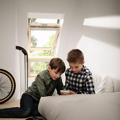 Fenêtre de toit à rotation manuelle Velux 'Energy & Comfort' bois 98 x 55 cm